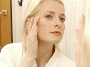 7 навики кои придонесуваат за стареење на кожата
